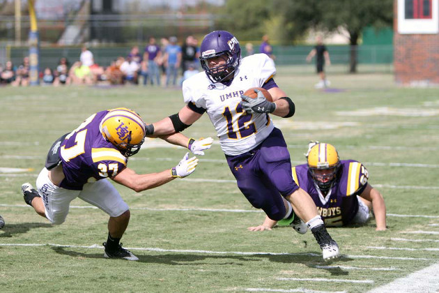 Elijah Hudsonr rushed for 122 yards and touchdown in UMHB victory over Hardin-Simmons (Photo Credit: Tammy Kelley)
