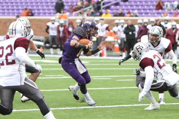 UMHB quarterback Zach Anderson carries the ball against Redlands. (Tammy Kelley / HOTSN)