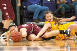 UMHB Macy Moore reaches for the ball vs Austin College (David Morris/Centexphoto)