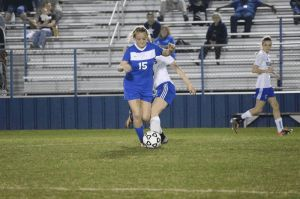 Copperas Cove's Shelbie Letzer moves the ball against Temple. (THS Facebook)