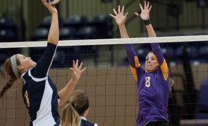 Kendall Pye (8) led the Cru with 11 kills. (Photo by DAVID MORRIS / Centexphoto)
